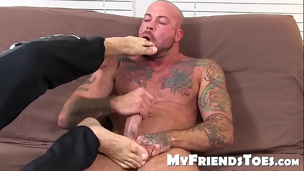 Inked stud Sean Duran jerks off while his feet and socks are licked