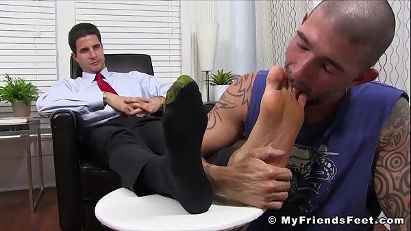 Sexu businessman gets his feet worshiped by inked thug
